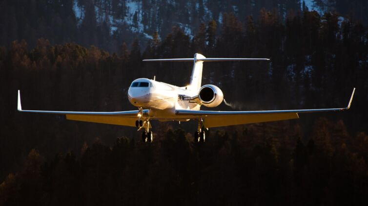 cropped-Glencore-bought-the-Gulfstream-G550-from-Bulat-Utemuratov-in-2015.jpg
